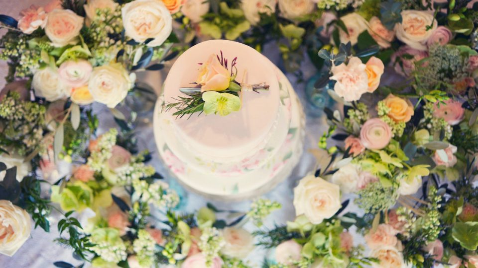 Wedding cake at Cosawes Barton - Wedding planner Cornwall