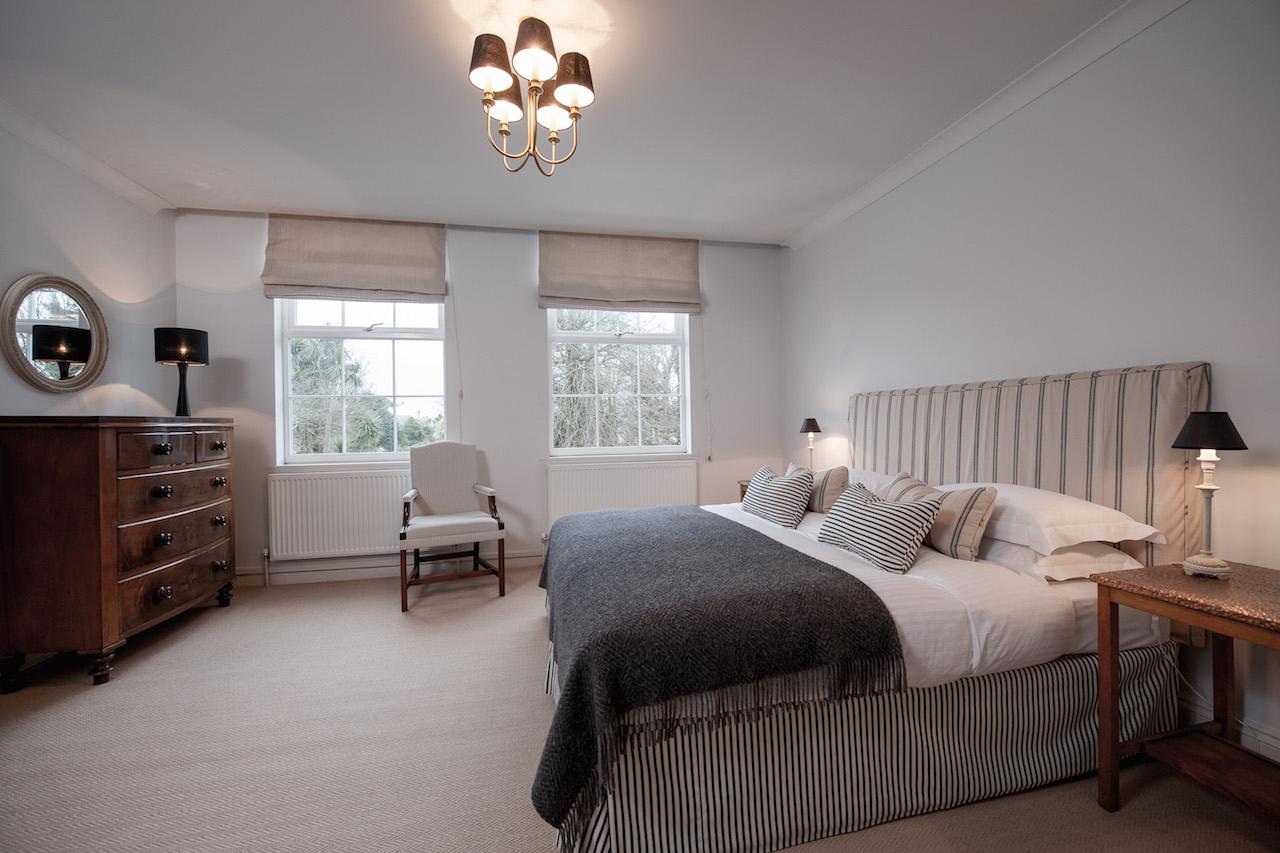 Apartment-2-ads-2-children-Porthluney-double-bedroom